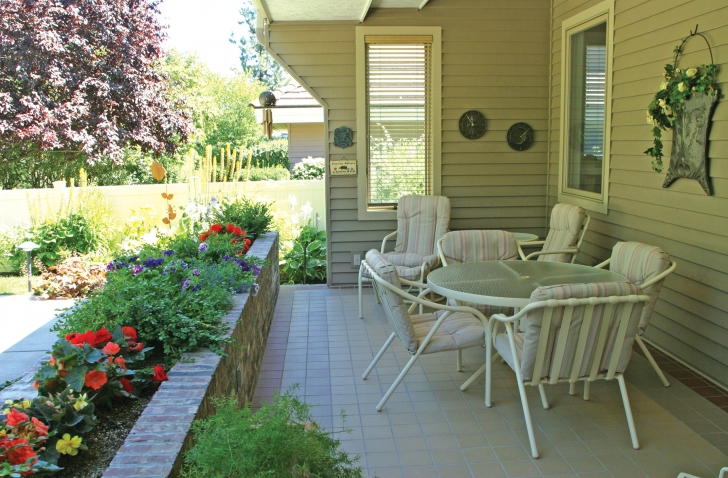 Rockwood Retirement Communities Spokane Hawthorne Back Patio Lovely Day
