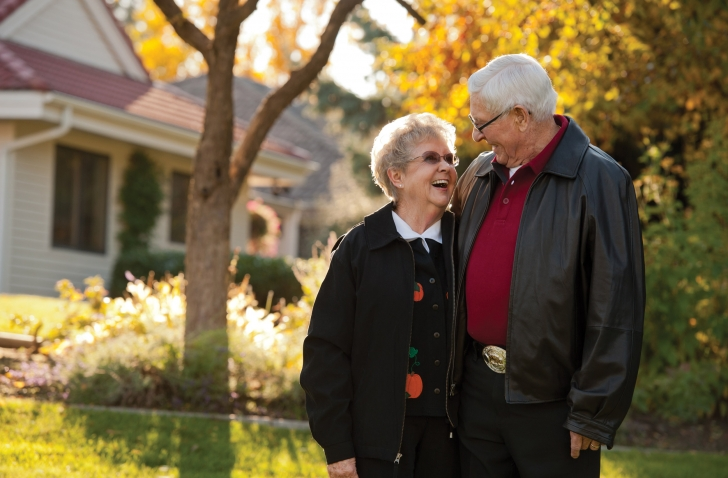 Rockwood Retirement Communities Spokane Couple Enjoying Fall Weather